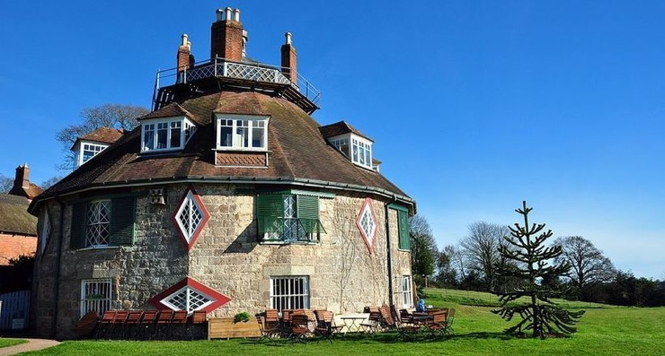 Уникальный 16-сторонний дом, внутри которого всегда солнечно