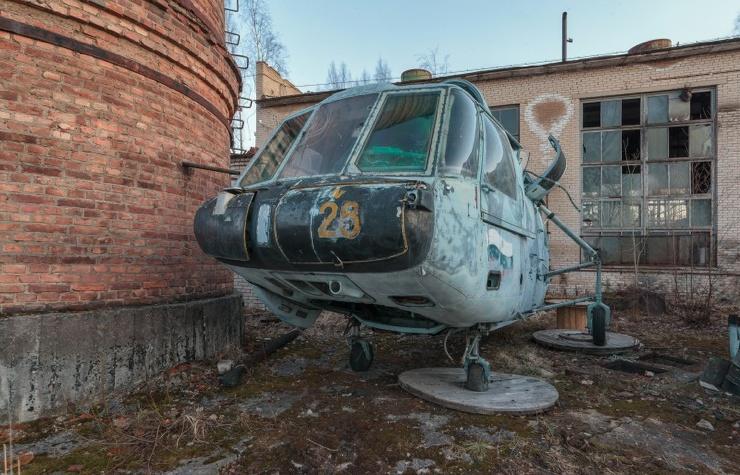 Полуразобранные вертолеты Ка-29 и Ка-27 (9 фото)