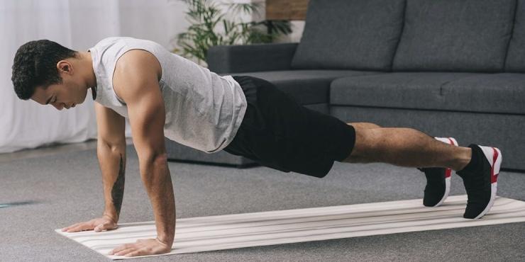 Тренировка дня мощная прокачка рук, плеч и корпуса без гантелей
