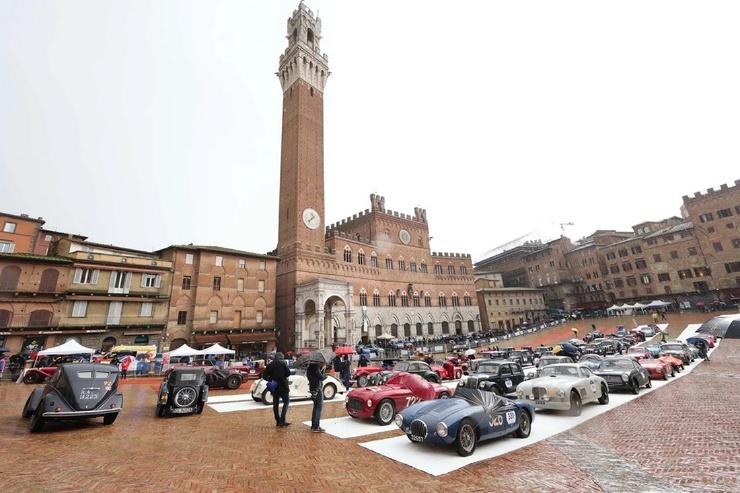 Ралли старинных автомобилей в Италии Mille Miglia
