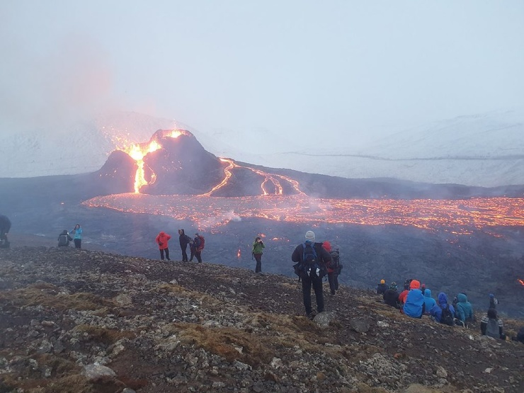 Исландский вулкан Фаградальсфьядль выставили на продажу (недорого!)