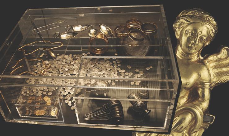 6 самых дорогих кладов, найденных любителями