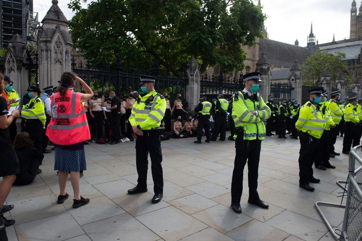 Топлес-протест в Лондоне (29 фото)