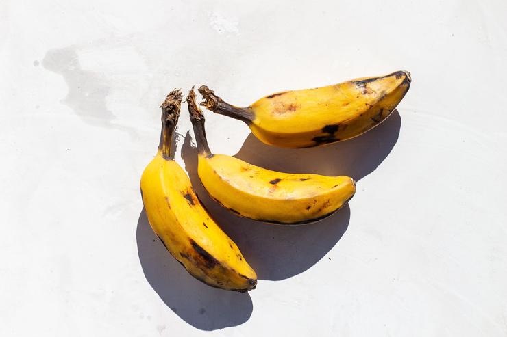 Врач-диетолог оценила пользу зеленых и перезрелых бананов