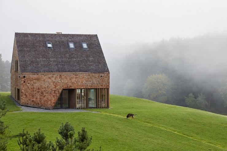 Кедровый дом и амбар в Литве