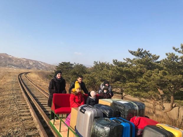Российские дипломаты покинули Северную Корею на дрезине (видео)