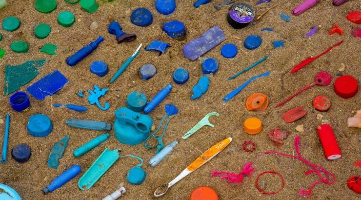 В России готовят закон о запрете трубочек, ватных палочек и прочего одноразового пластика