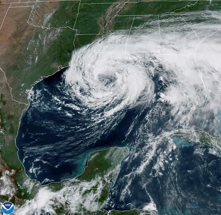 Тропический шторм Кристобаль обрушился на южные штаты США  фото  видео