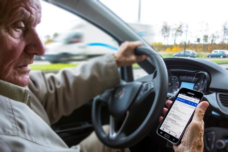 В Москве камеры начали штрафовать за непристёгнутые ремни и разговоры по телефону за рулём