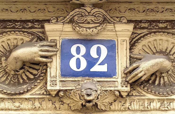 Кто придумал нумеровать дома с одной стороны четными числами, а с другой  нечетными