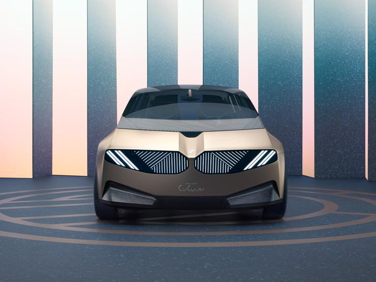 BMW представила концепт электромобиля, который можно полностью сдать на переработку (7 фото)
