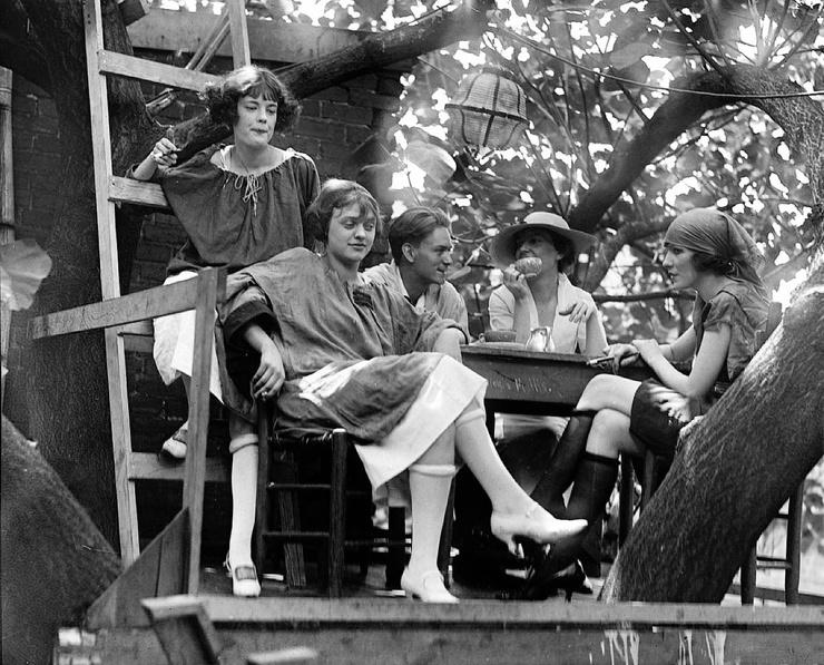 Подпольный бар Krazy Kat Klub  домик на дереве с бухлом, который работал во времена Сухого Закона