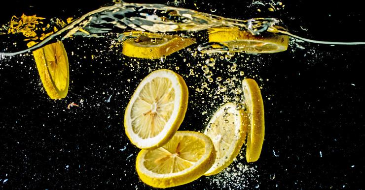 Действительно ли вода с лимоном полезна? Короткий ответ