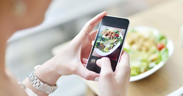 Нейросеть научили считать калории блюда по фотографии