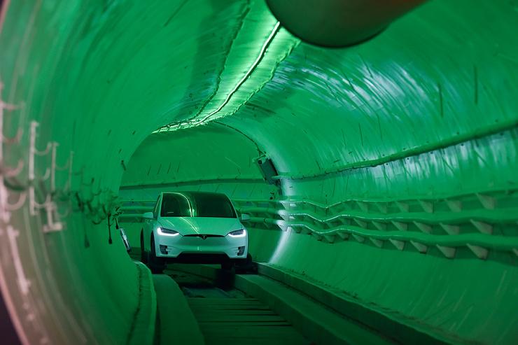 Видео первых поездок в туннелях Илона Маска