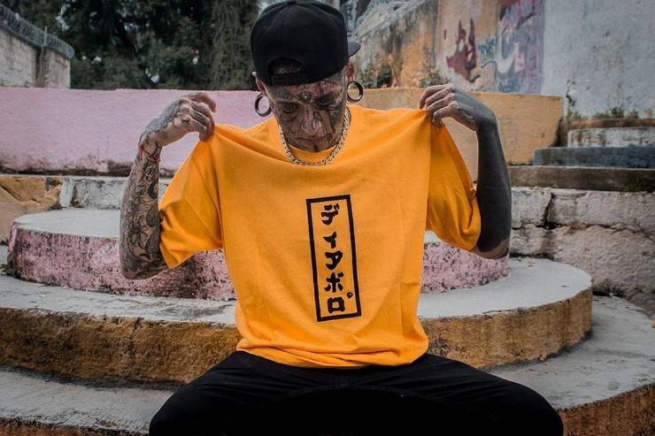 Мексиканский дьявол мужчина покрыл тело тату, раздвоил язык и закрасил глазные яблоки (15 фото)
