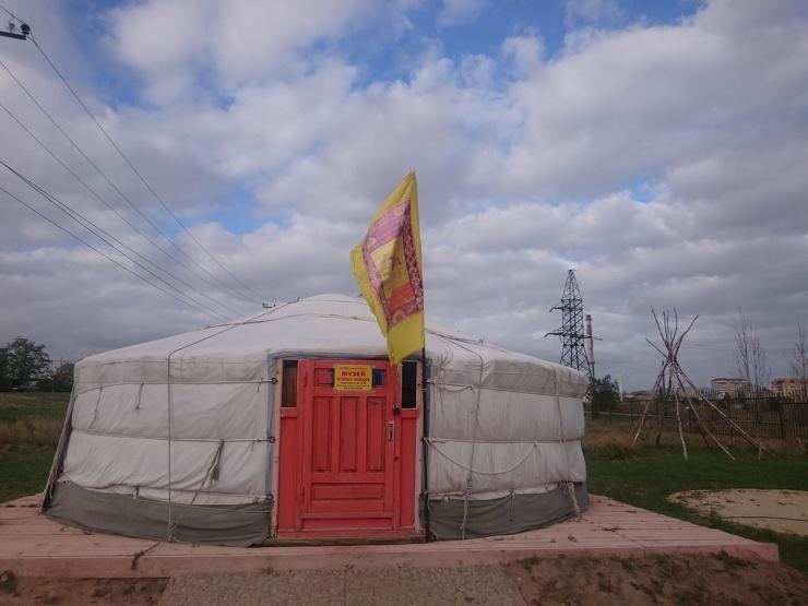 Зашел в настоящую монгольскую юрту. Показываю, как она обустроена внутри  фото  видео