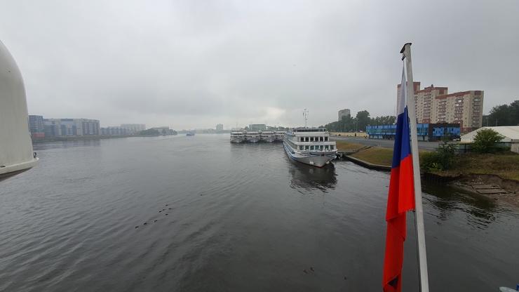 Скоростная дуэль между теплоходами Княжна Виктория и Мстислав Ростропович  фото  видео