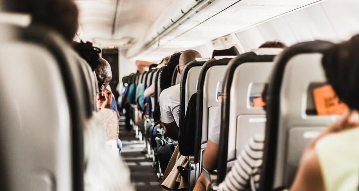 Почему в самолете закладывает уши