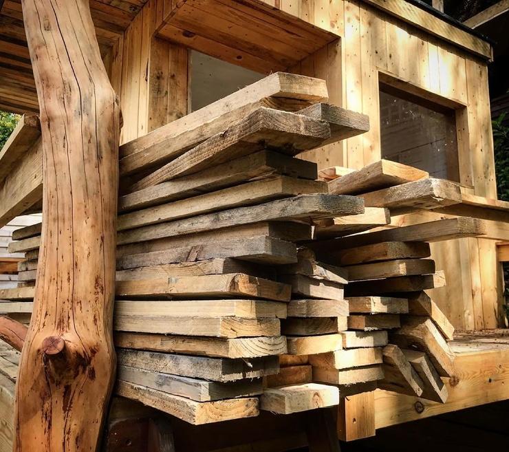 Папа использовал карантин, чтобы построить дом на дереве для дочерей, потратив всего 120