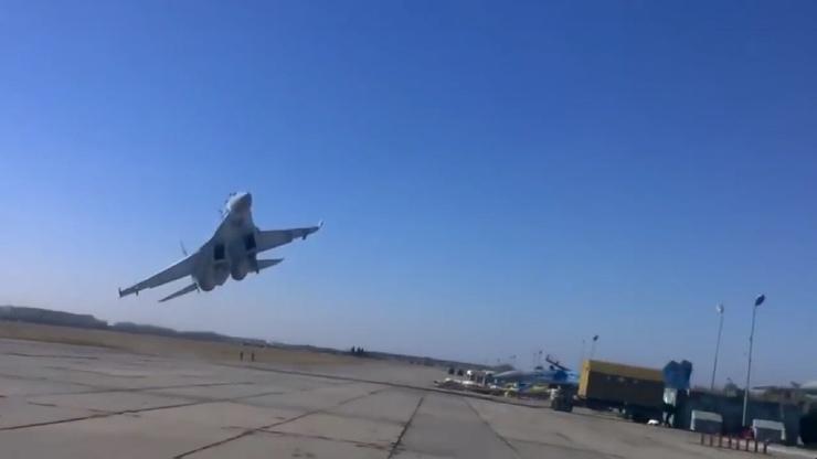 Опасная посадка Су-27 редкое видео