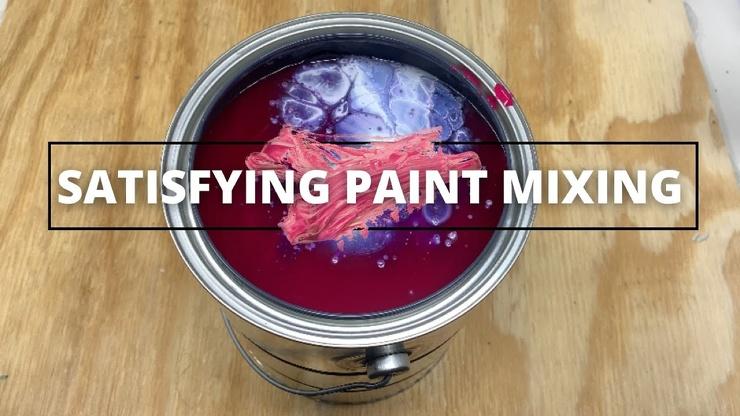 Студент из США смешивал краски и записывал об этом ролики в TikTok. В магазине, где он работал, творчество не оценили  и уволили его (видео)