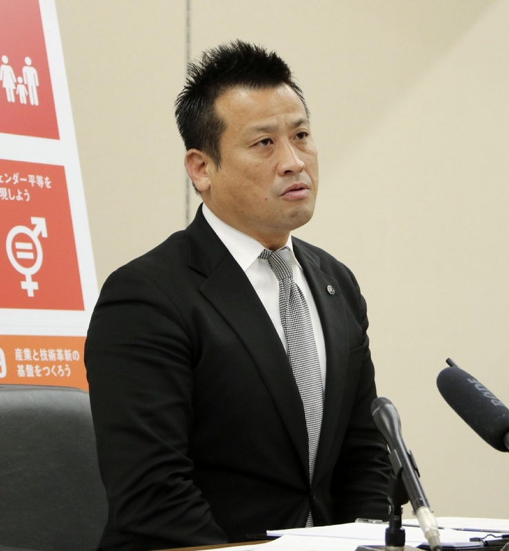 Мэр японского города установил у себя в офисе сауну. После скандала он решил подать в отставку