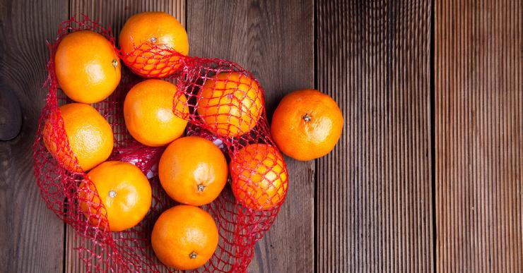 Почему мандарины и апельсины продаются в красных сетчатых упаковках?