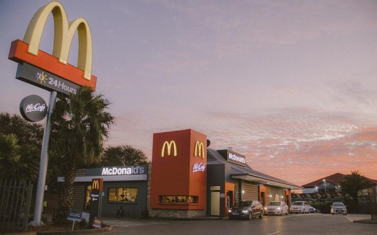 Британка вызвала полицию, потому что не успела купить в McDonalds завтрак из-за длинной очереди