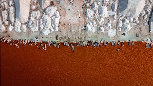 Розовое озеро Ретба  едва ли не единственная достопримечательность Сенегала