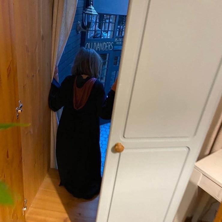 Отец сделал дочери сюрприз, построив в её гардеробной копию Косого Переулка  фото  видео