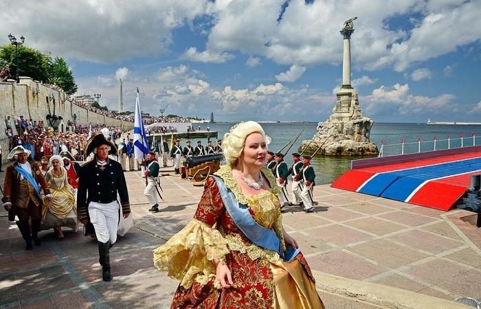 Во сколько русской казне обошлось путешествие Екатерины Великой в Крым (6 фото)