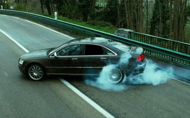 Почему в фильмах колеса у машин крутятся в обратную сторону?
