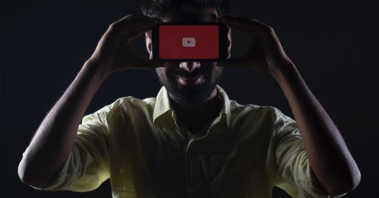 YouTube запросит паспорта и банковские карты