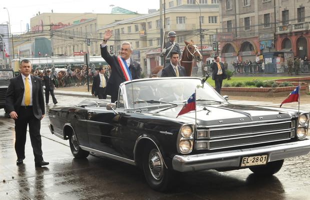 Необычные автомобили, на которых передвигаются главы государств (7 фото)