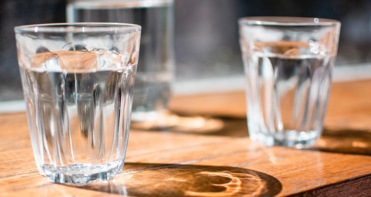 Почему вода в стакане меняет свой вкус за ночь