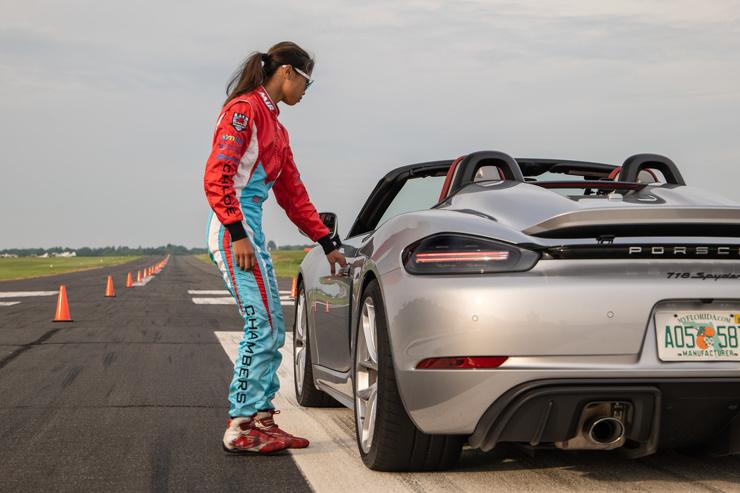 16-летняя школьница установила рекорд по автослалому (видео)