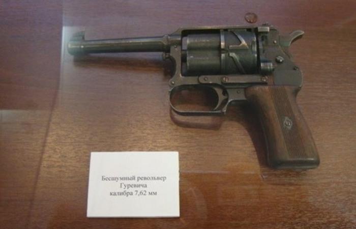 Револьвер, стреляющий спиртовыми патронами