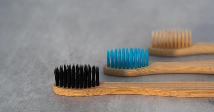 Нужно ли чистить зубы до завтрака?