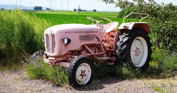 Почему задние колёса тракторов больше передних
