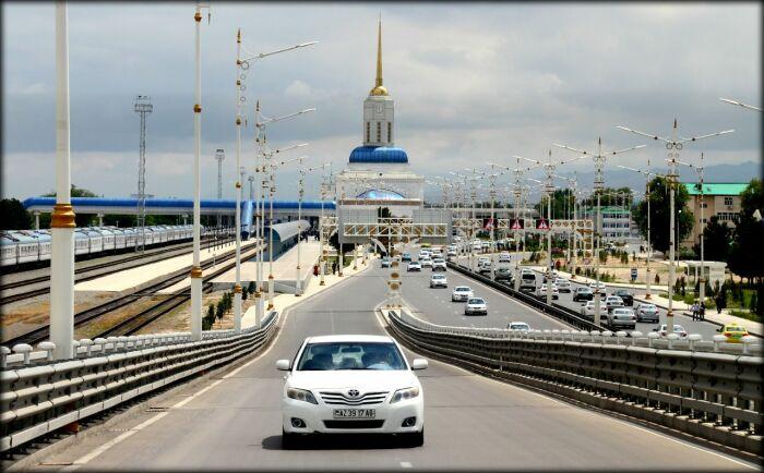 Почему в Туркменистане запрещены автомобили черного цвета?