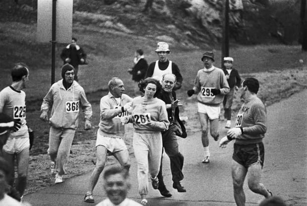 История одной фотографии попытка остановить женщину, решившую участвовать в мужском марафоне, апрель 1967 года