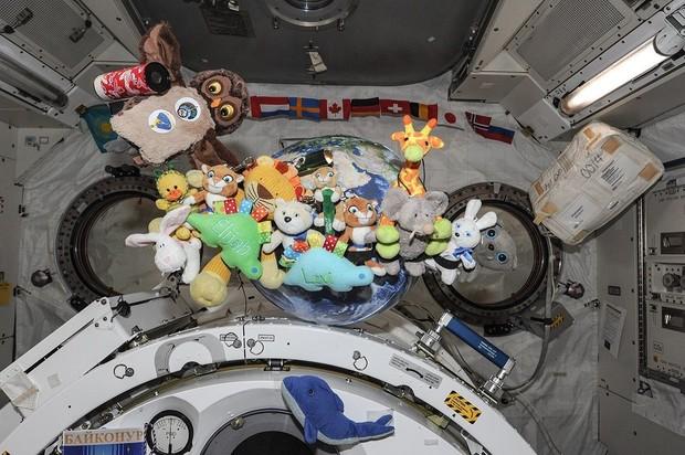Зачем космонавтам на борту мягкие игрушки