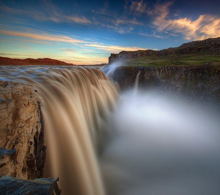 Деттифосс  самый мощный водопад в Европе (15 фото)