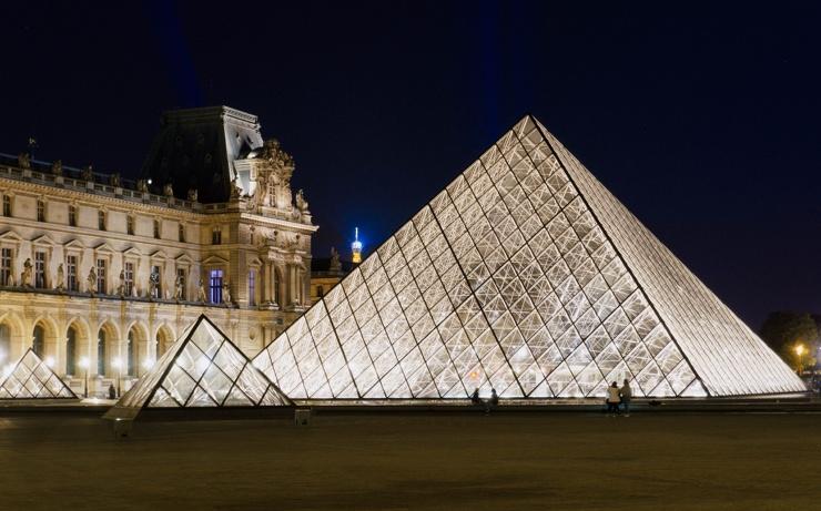 Лувр оцифровал всю свою коллекцию и представил ее на бесплатном сайте