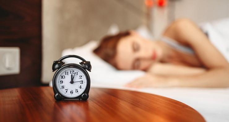 Почему мы часто просыпаемся за несколько минут до будильника