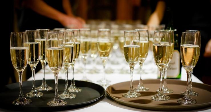 Правда ли, что от шампанского пьянеют сильнее, чем от напитков без пузырьков
