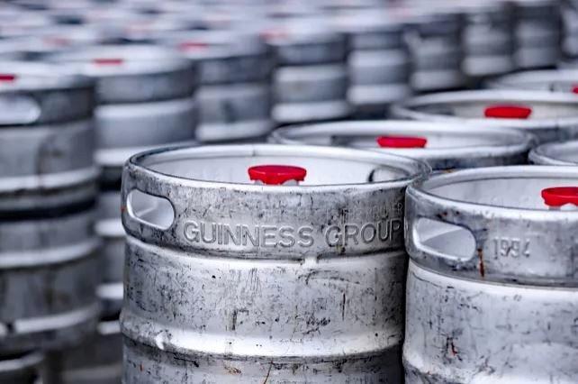 Guinness удобряла деревья своим пивом. Потому что на карантине его нужно было куда-то девать