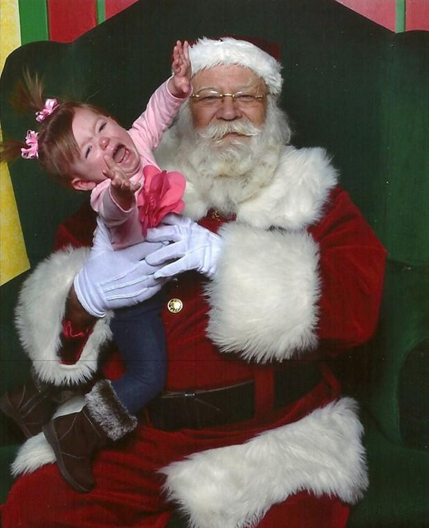 Ужас к ним приходит! Рождественская фотоподборка напуганных вусмерть детей