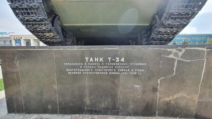 Памятник легендарному танку Т-34 в Волгограде оказался всеми забытый  фото  видео